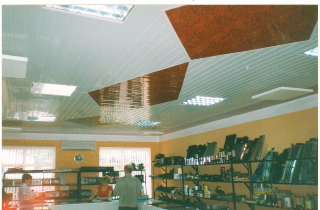 Инфракрасный обогреватель Теплофон на пластиковом потолке в магазине